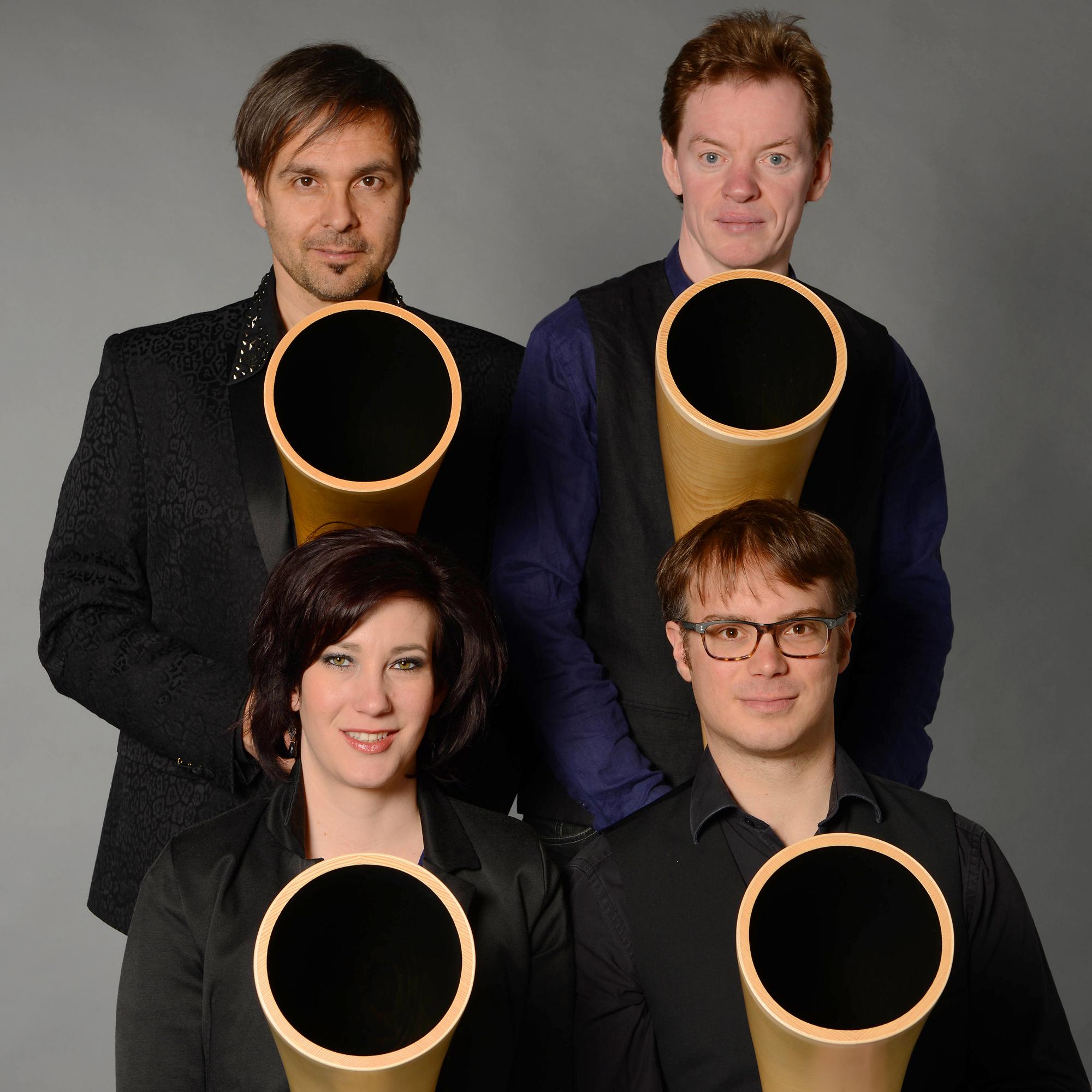 hornroh-modern-alphorn-orchester-quadrat